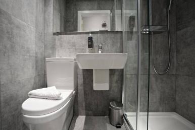 tudor_inn_hotel_bathroom