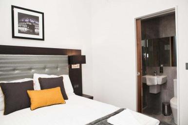 tudor_inn_hotel_double6