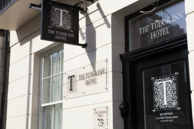 tudor_inn_hotel_entrance