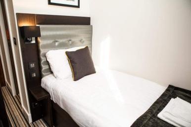 tudor_inn_hotel_single2
